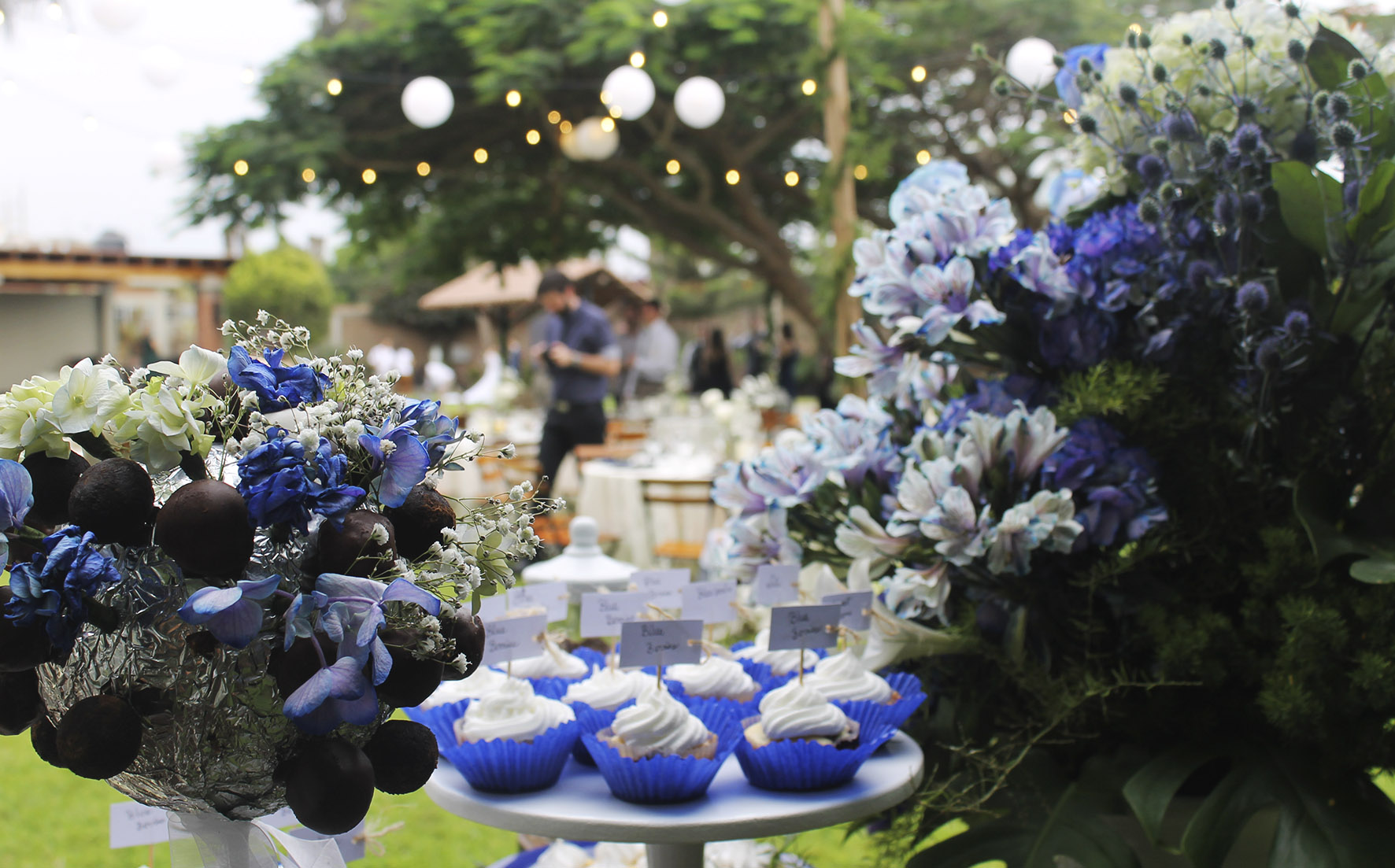 dessert table wedding FLOWERS
