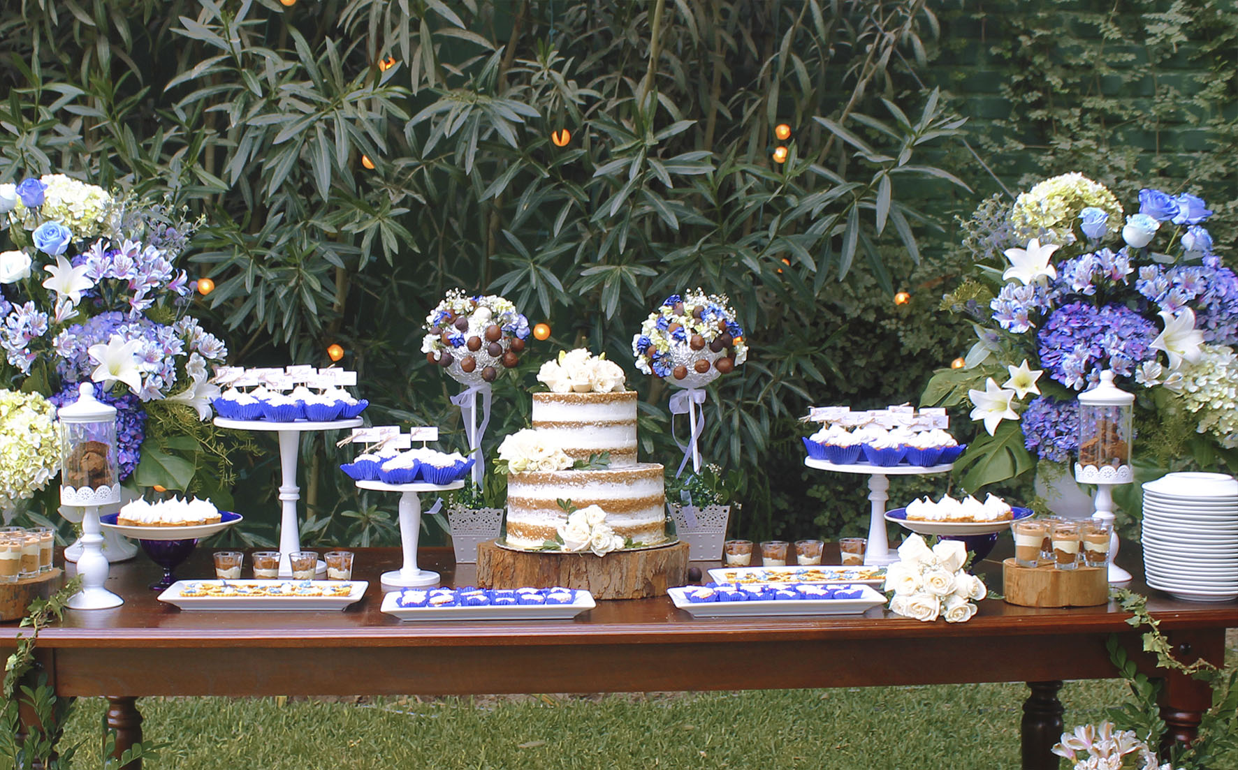 decoration with dessert table