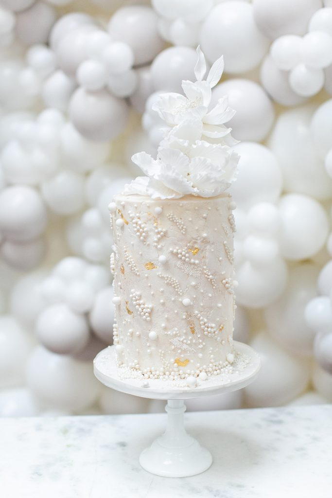 Pearl-luxury-wedding-cake1-by-Elizabeths-Cake-Emporium-1